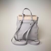 Diva Collection nyitott zsebes púder-szürke hátitáska